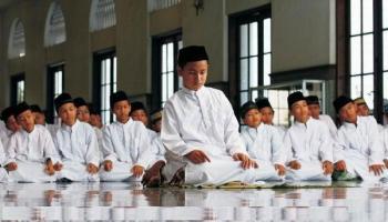 Pahala Sholat Berjamaah di Masjid: Memakmurkan Masjid