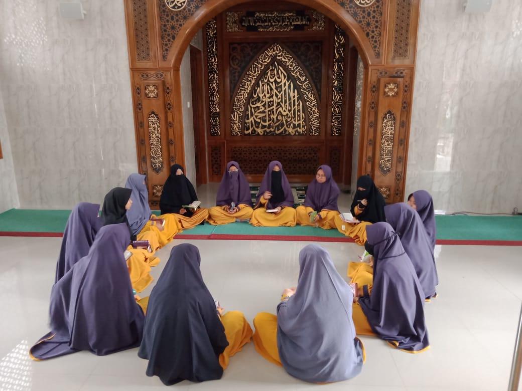 Tiga Bulan Halaqah Intensif, Ustadzah Eva: Hafalan Tanpa Muroja'ah itu hoax